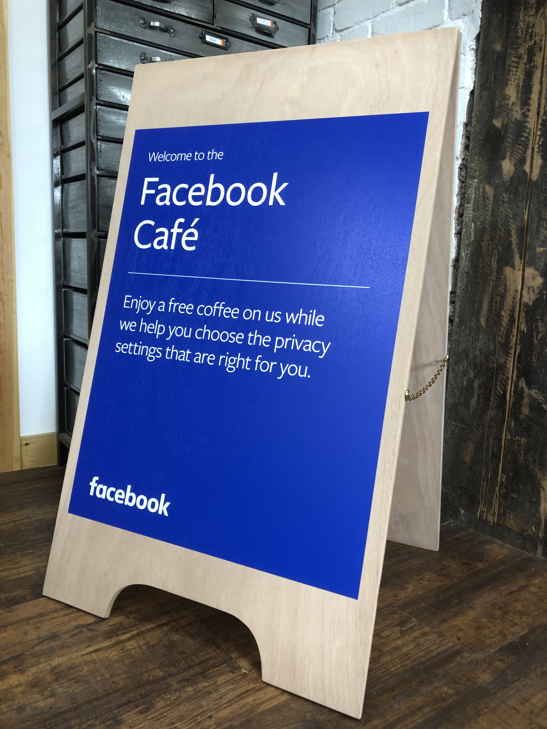 Facebook Cafe a frame